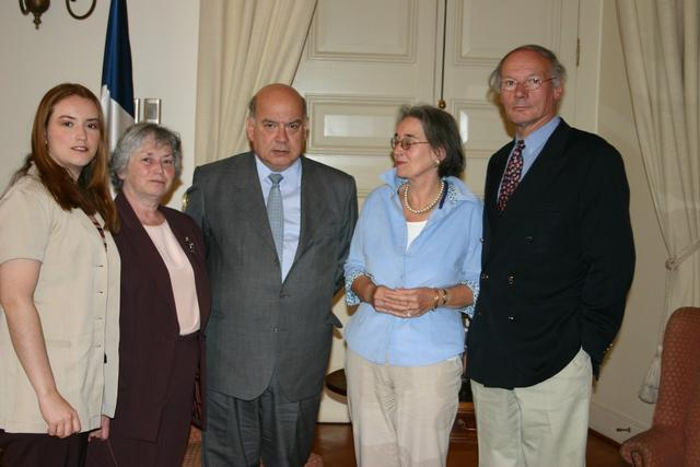 2004. Weisfeiler's (L) and Visser (R) families after the meetung with Minister of Interior Jose Muguel Insulza (C).