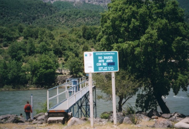 2002. Los Sauces River: The cable-car bridge is near the place where Boris' boot prints were lost on January 4, 1985.